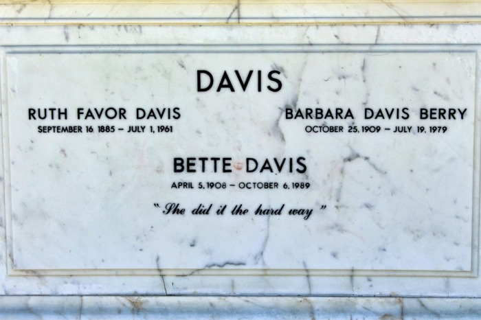 tumba-bette-davis